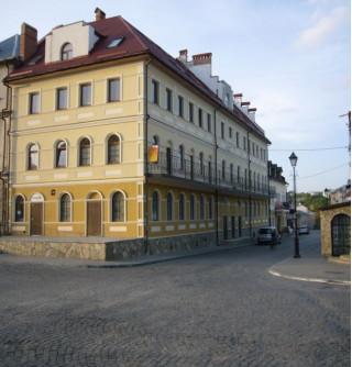 Каменец-Подольский, Зарванская  20