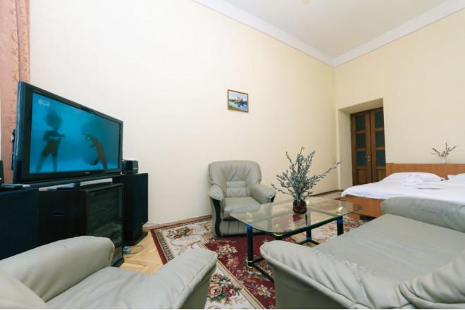 2-комнат. квартира в Киеве, Михайловская  19